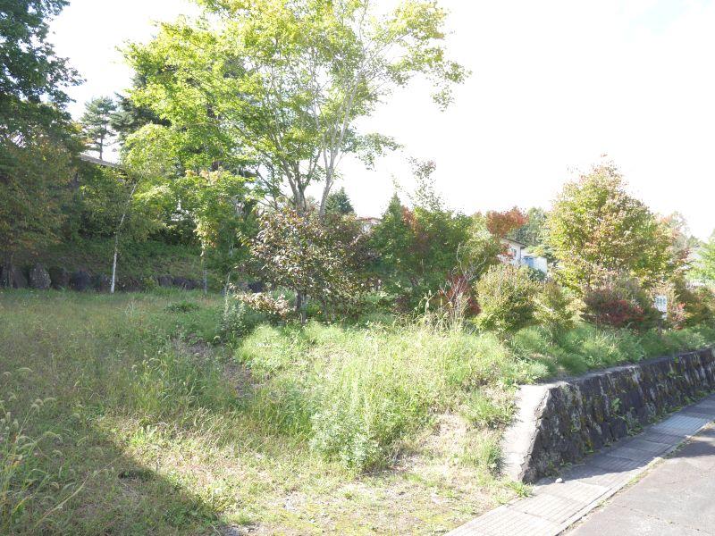【中軽井沢南土地】日常に必要な施設が充実した土地