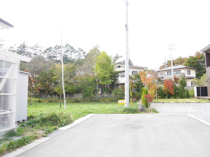 【中軽井沢南土地(区画⑥)】中軽井沢駅より徒歩5分、便利な立地の日当たりの良い土地