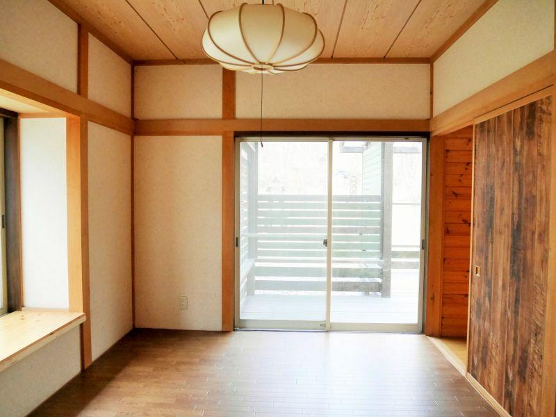 【北軽井沢中古戸建】絵になる美しいガーデンが自慢の公道沿い別荘